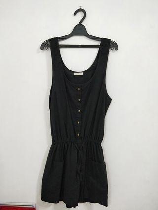 黑色吊帶短褲