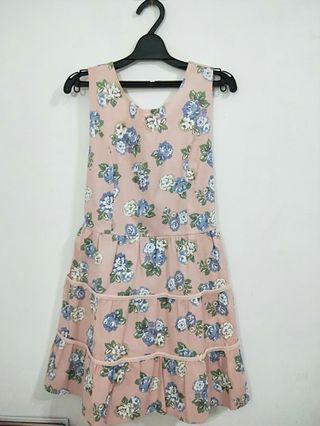 花花🌸粉色V領綁帶洋裝