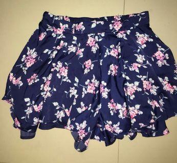 Short Skirt Cache