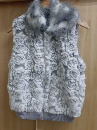 灰白色花朵毛絨背心