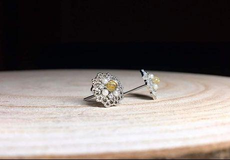 🎊雙11 購物節♥️限時優惠 天然水晶 鈦金+珍珠 耳針(隨機出貨)
