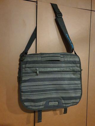 Dakine messenger bag