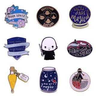 Enamel pin - bookish pin, Harry potter, tag hardback paperback