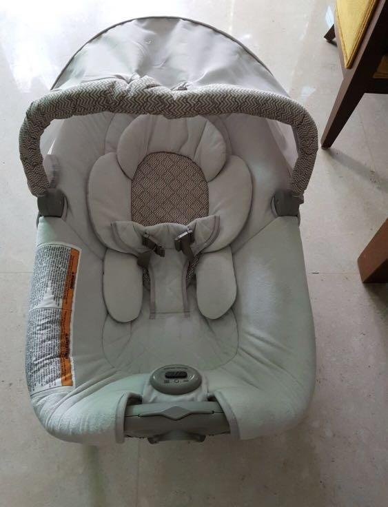 Baby Rocker bouncer as new - mobile crib, brand Graco