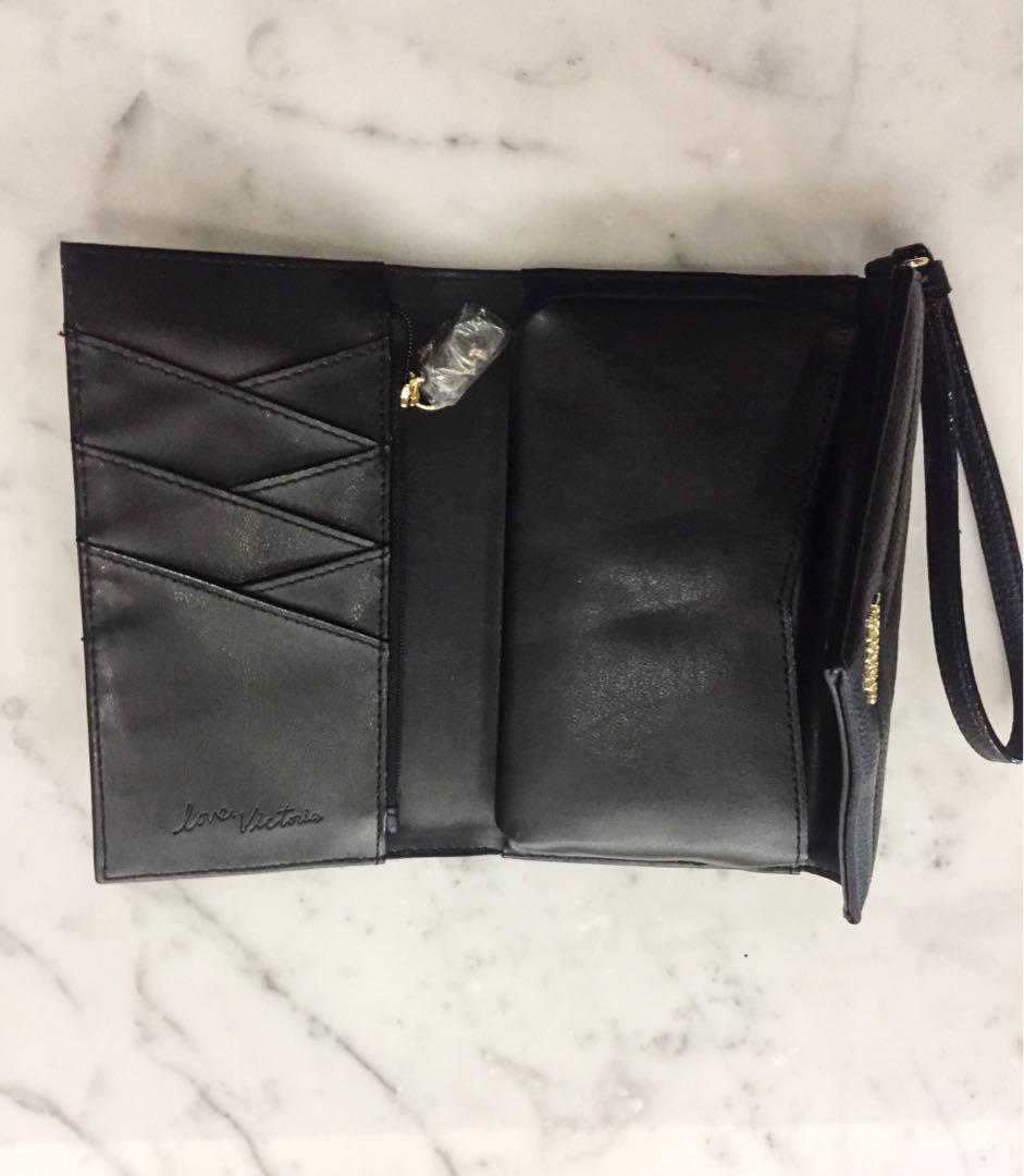 BRAND NEW WITH TAGS - victoria's secret black v quilt clutch !!