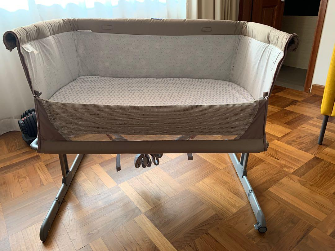 Chicco Next2Me Bedside Crib (used but like new)