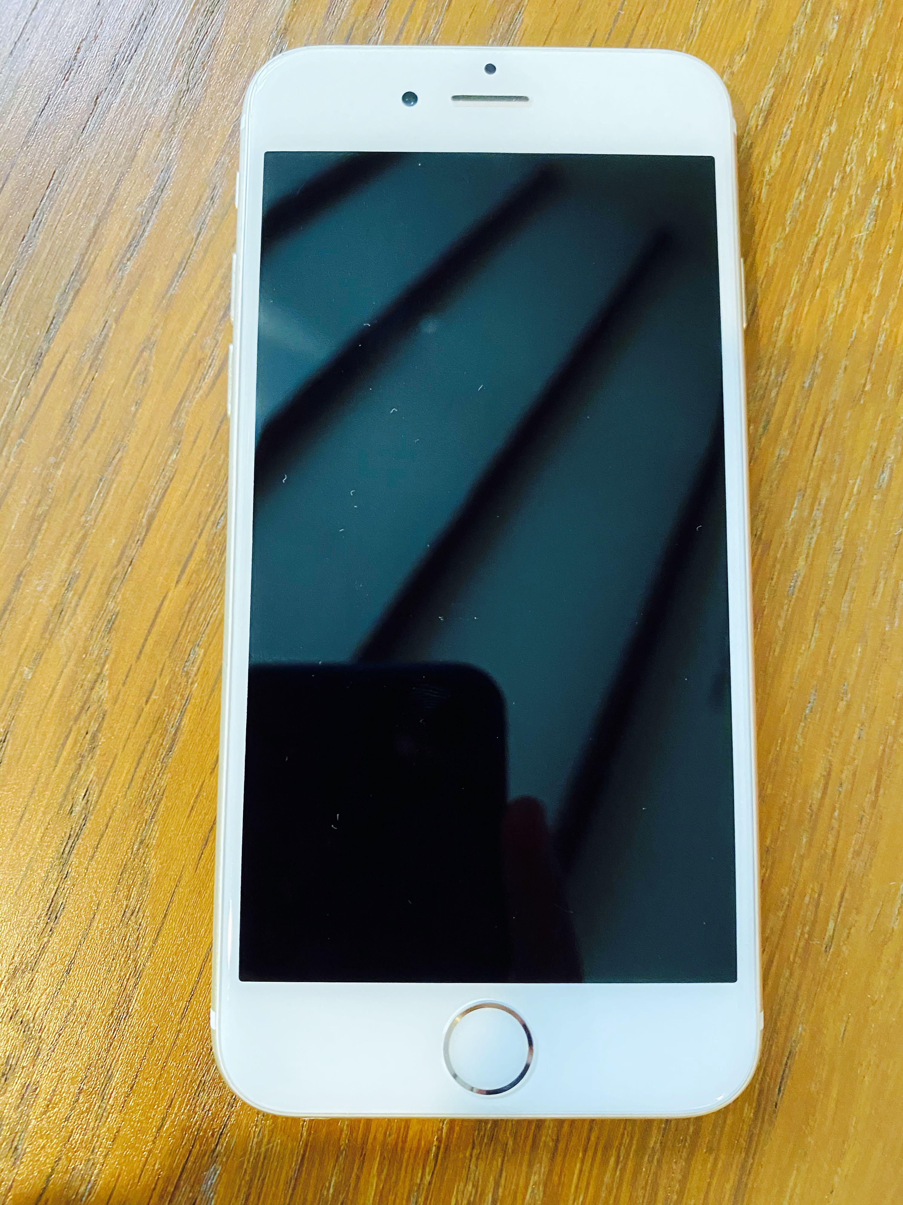 IPhone 6 // Gold // 64GB