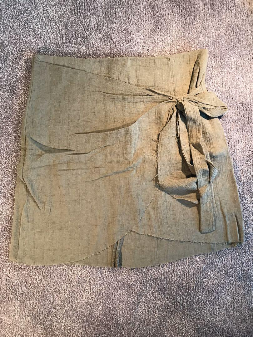 Paper Closet High Waist Wrap Look Skirt in Khaki Size 8
