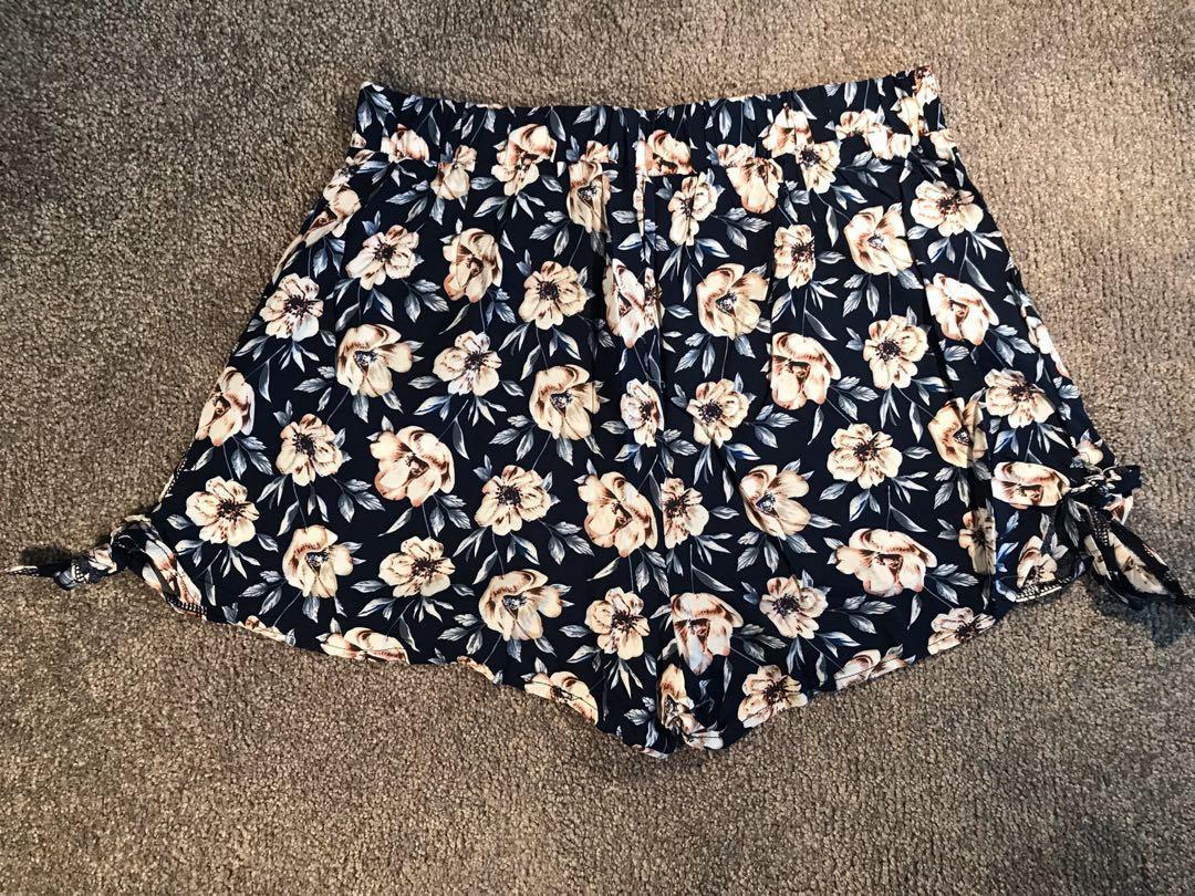 Paper Scissors High Waist Light Weight Floral Shorts Size 8