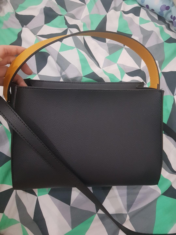Sling bag hitam with shoulder strap