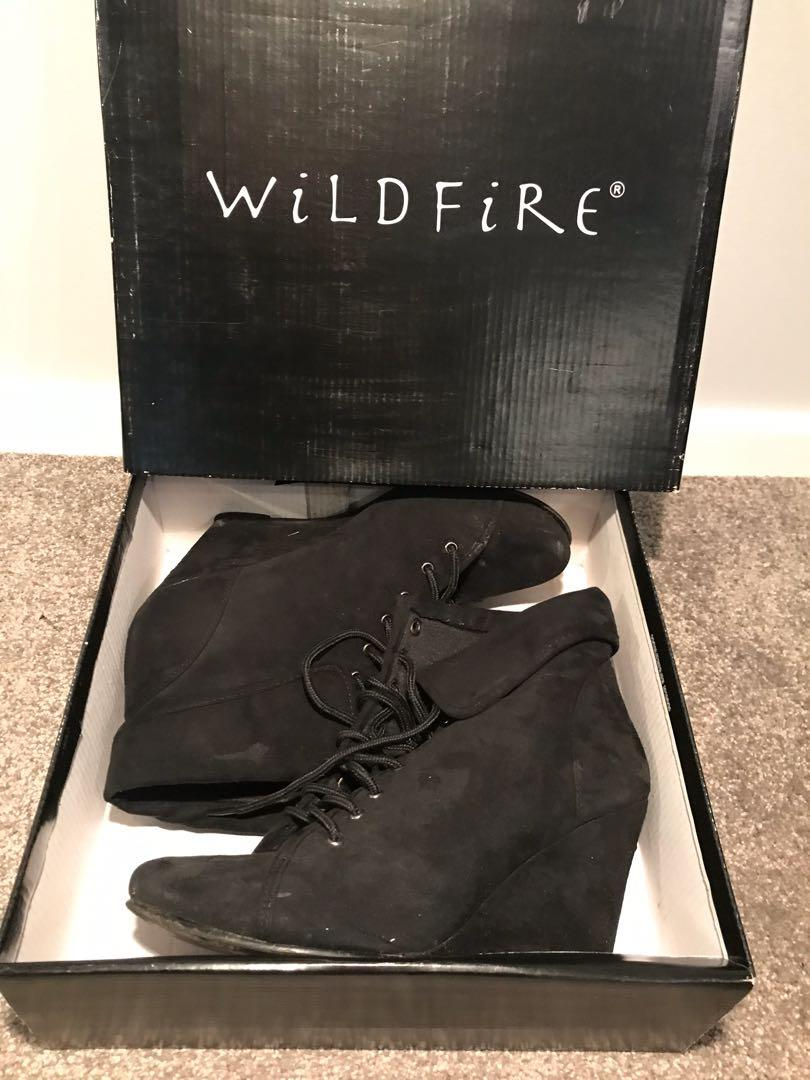 Wildfire Lantern Ankle Boots in Black Size 9