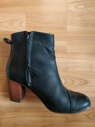 Tom's leather heeled boots 7.5
