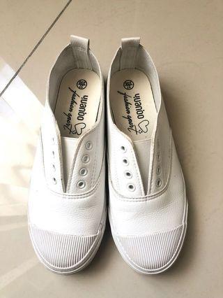 柔軟皮革 小白鞋 37號 二手狀況良好