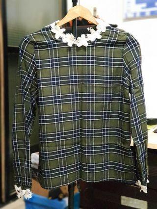 綠色格子頸部小花造型上衣