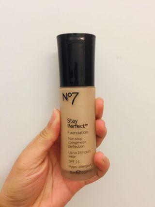 No7 Stay perfect粉底液