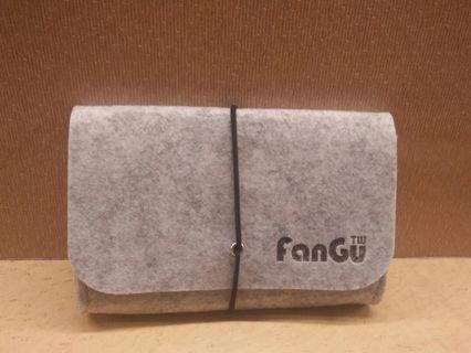 Fangu 品牌 全新 羊毛氈萬用包 化妝包 錢包 #剁手時尚