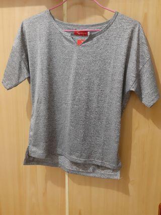 全新鐵灰色小V領彈性前短後長短袖上衣#剁手時尚