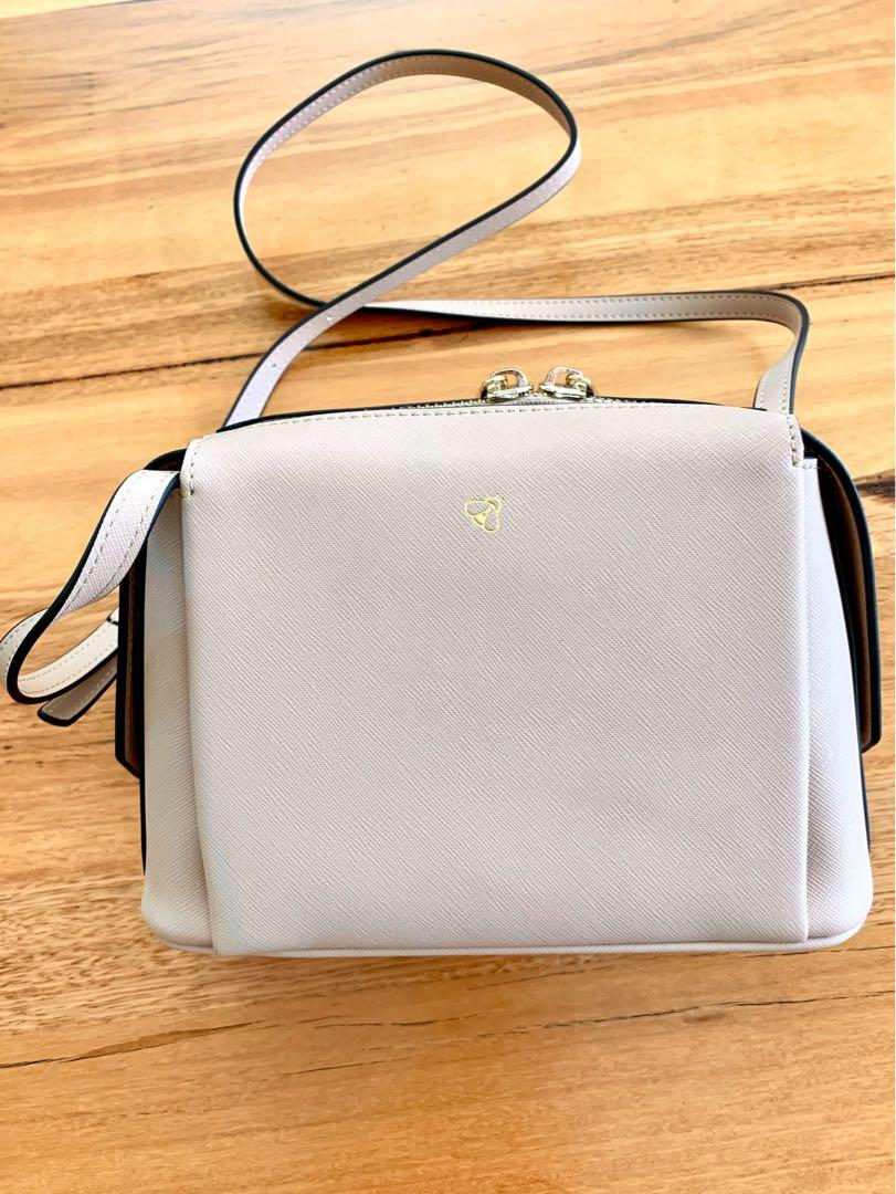 Genuine leather bag. TDE. Small cross body. Taupe.