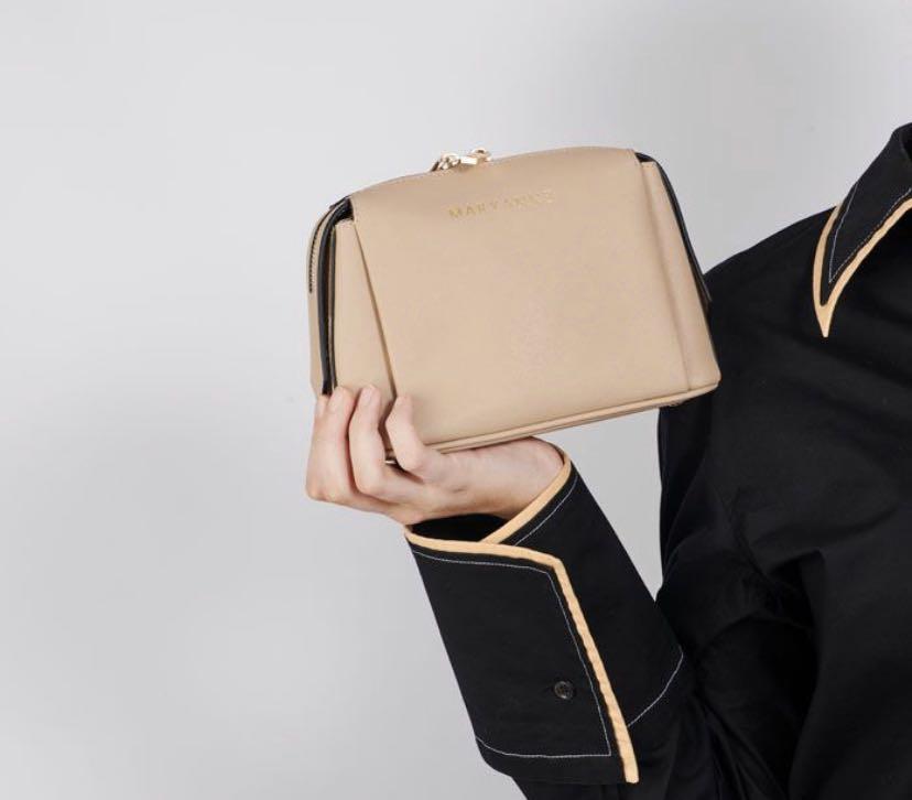 Genuine leather bag. TDE. Small cross body. Taupe.