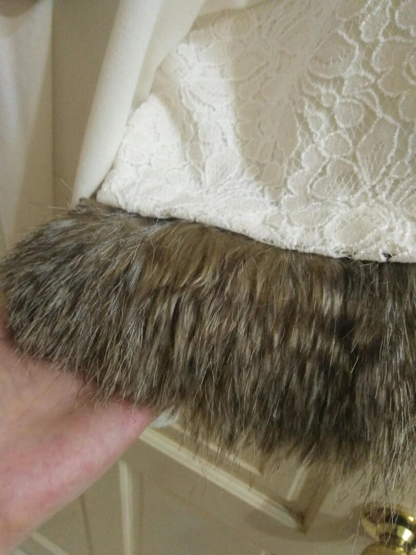 Japan 專櫃 落肩款蕾絲駱毛袖