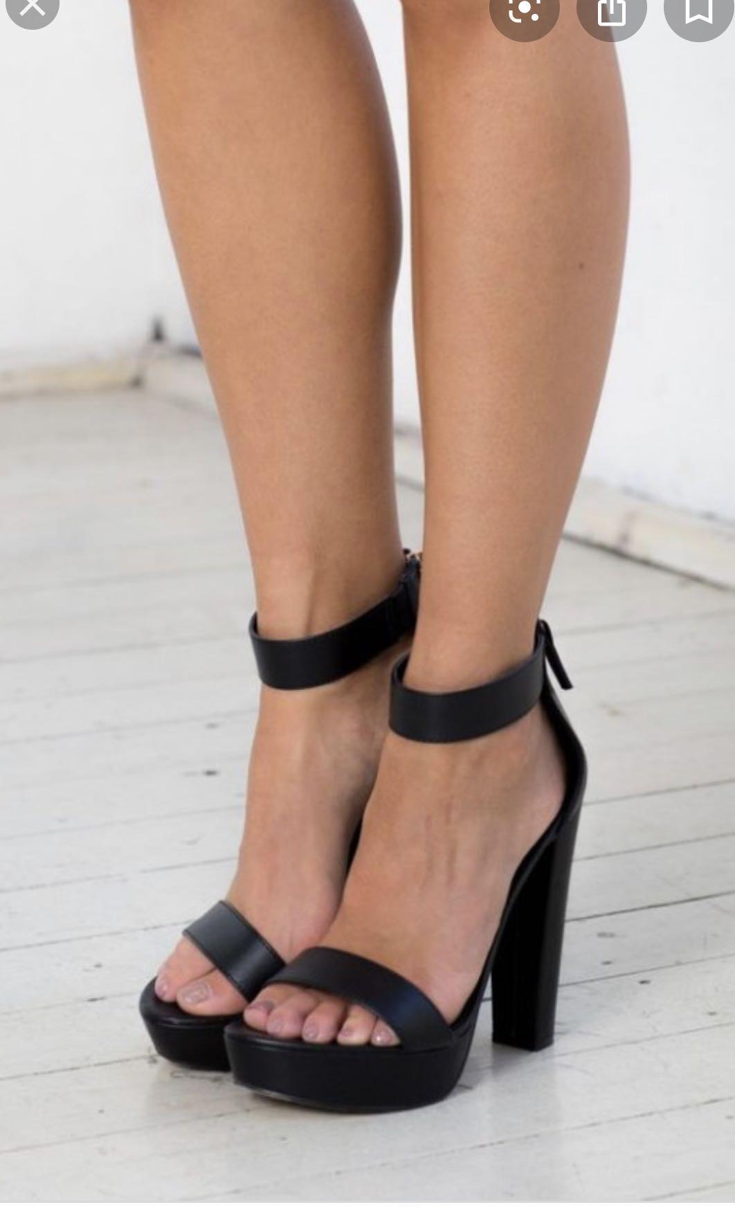 Lipstik black block heels