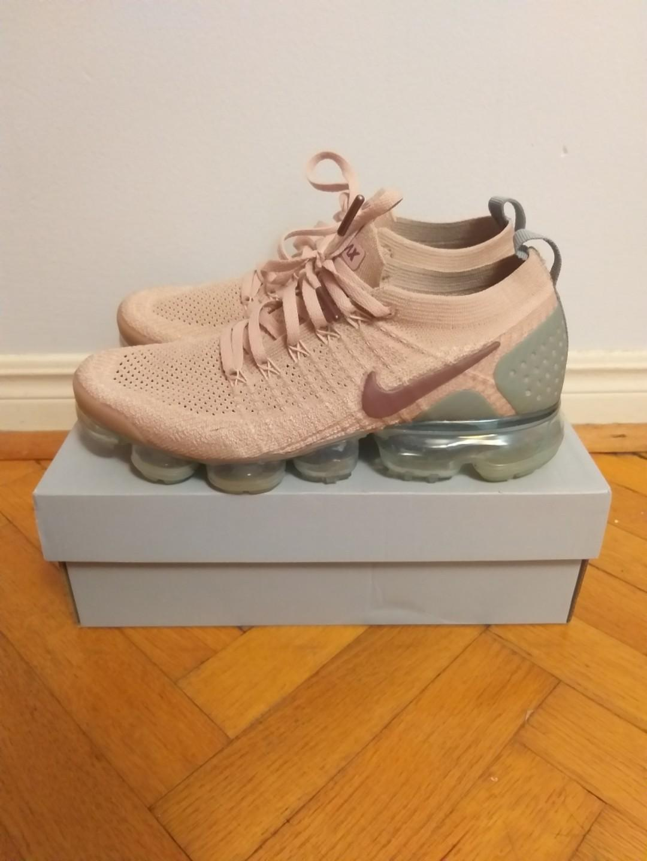 Nike Vapormax 3 - Women Size 9