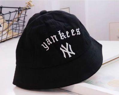 二手只戴一次洋基MLB兒童漁夫帽子