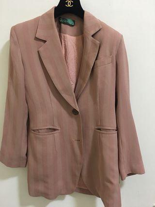 粉膚色外套