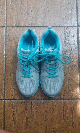 Sepatu Running unisex Diadora