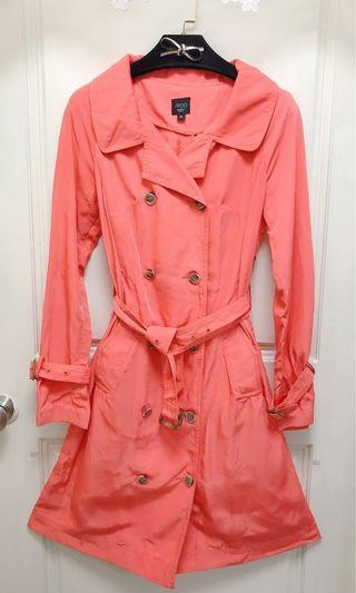 iRoo門市購入/9成新/粉橘滑布腰帶風衣外套/適36號/因為有微污可送洗,便宜售