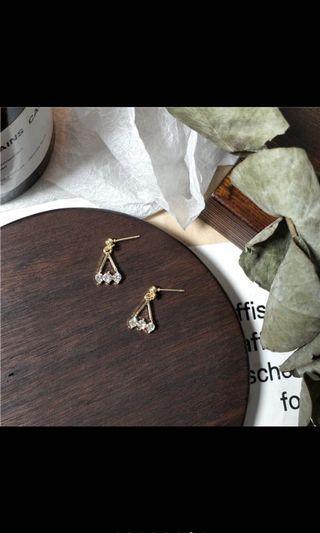 韓國🇰🇷新款簡約風三角形珍珠耳環