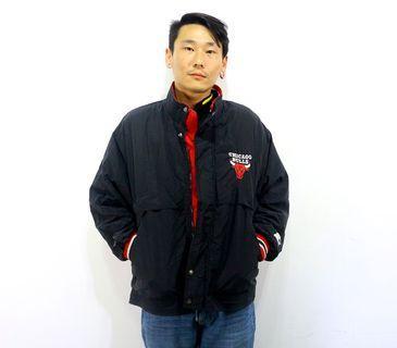 「Bulls 芝加哥 公牛隊 風衣外套 籃球 運動外套 復古 古著 風衣 外套 肩:52cm 長:70cm @舊到過去」