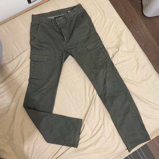 Uniqlo軍綠色工作褲