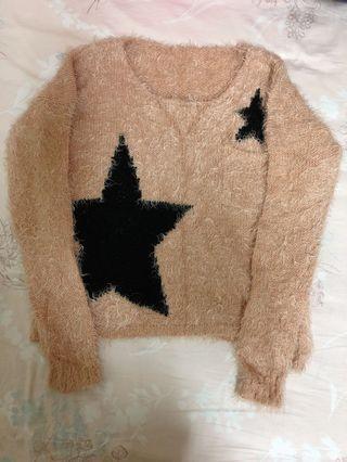 柔軟粉色毛衣