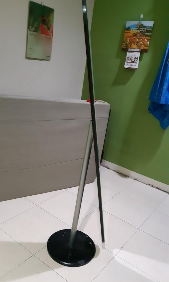 Cermin standing