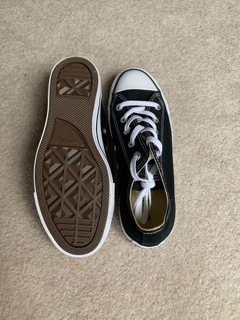 Chuck Taylor All Star Low Top  Black and White size 6.5