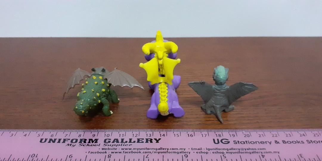 Dragons play figurines