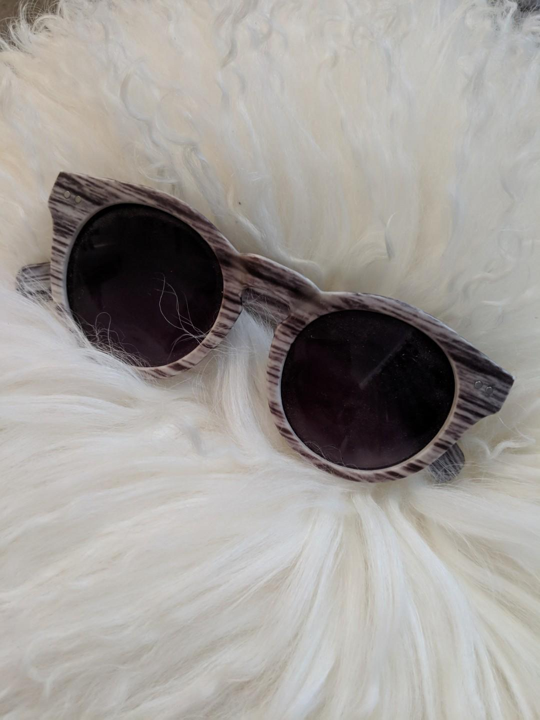Wood look sunglasses grey