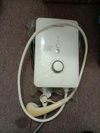 Electrolux Water Heater without pump
