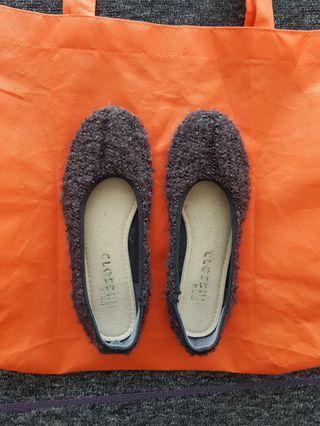 Grey wool flats