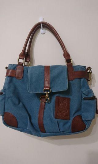 天藍帆布可裝筆電側背包