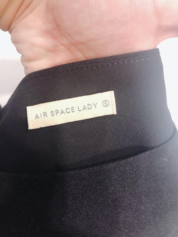 [二手 免運]AIR SPACE LADY 黑色花苞感短版上衣