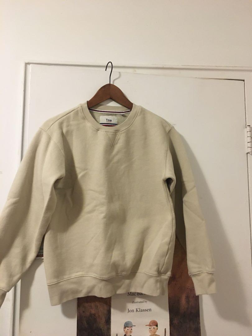 Aritzia crewneck sweater