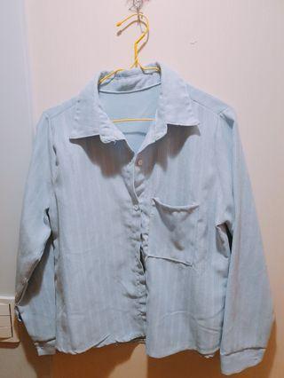 水藍色條紋襯衫