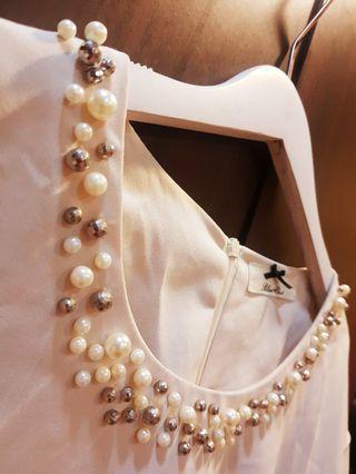 裸米色 釘珠圓領造型雪紡衫