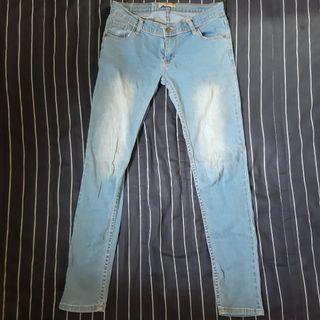 淺色牛仔長褲