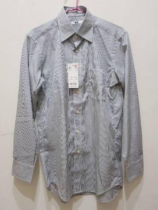 全新吊牌未拆100%專櫃購入UNIQLO男款長袖直條紋襯衫尺碼S市價1290元