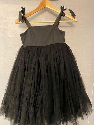 黑色澎紗洋裝