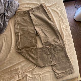 GU 卡其色寬版工作褲