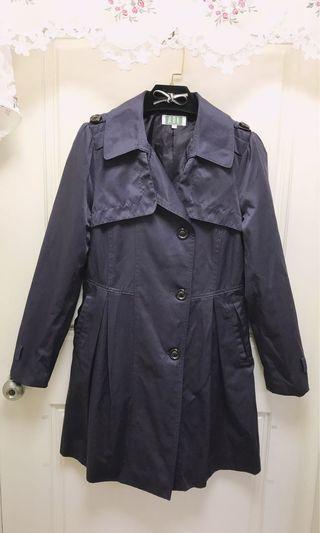 9成新/ARK門市購入/適M/茄子灰長版保暖正韓製大衣/因為嫂嫂託售,拿來就沒有腰帶、袖子的帶子,巧手美女可以把帶子拆掉就很美了喔!